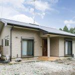 自然素材と快適さにこだわった平屋住宅